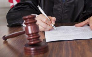 Нанять адвоката в Москве